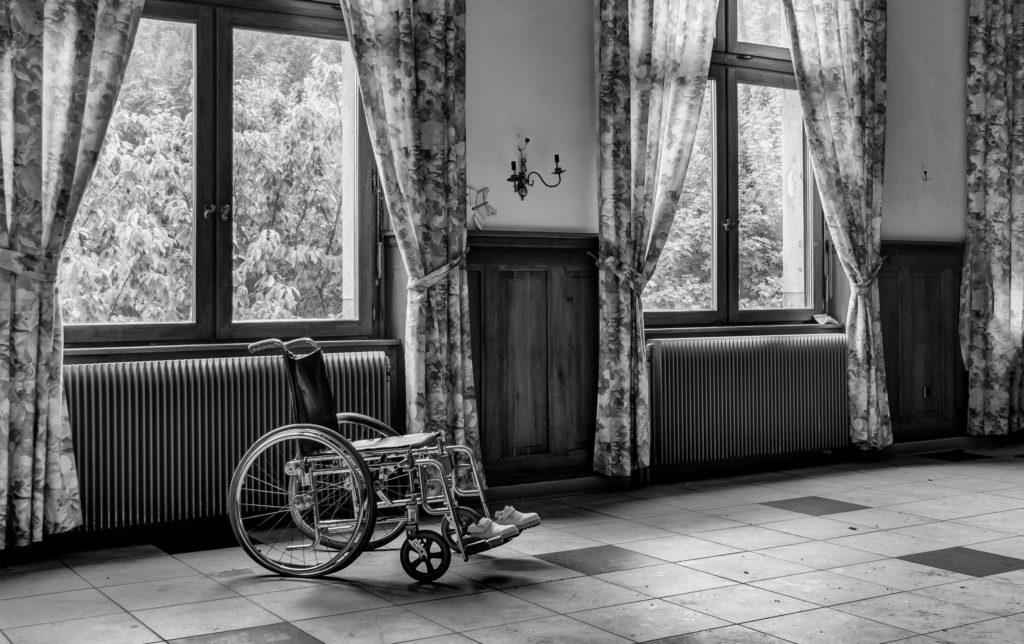 cadeira-de-rodas-em-fundo-pb