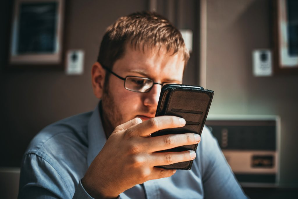 Pesquisas comprovam que as redes sociais influenciam a depressão