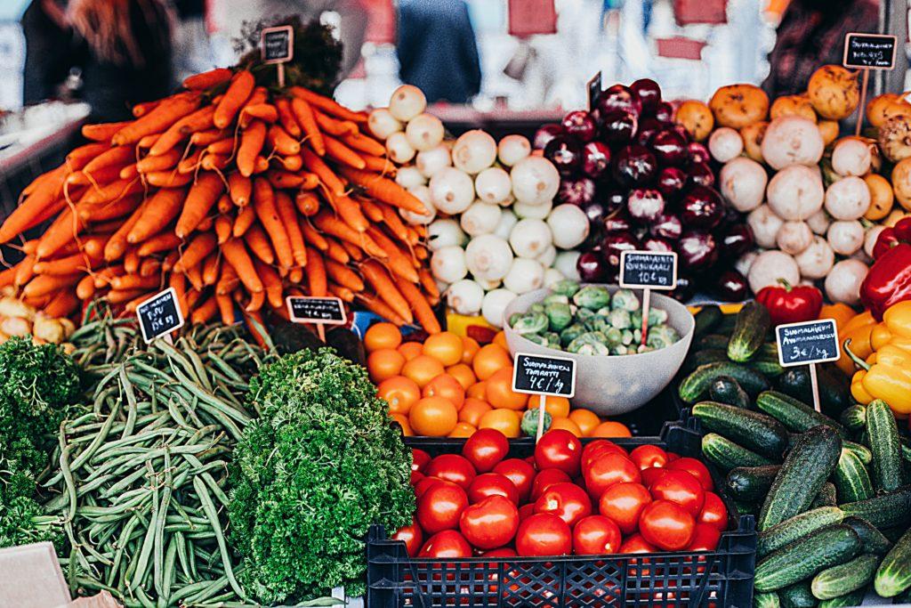 cenouras-alho-tomate