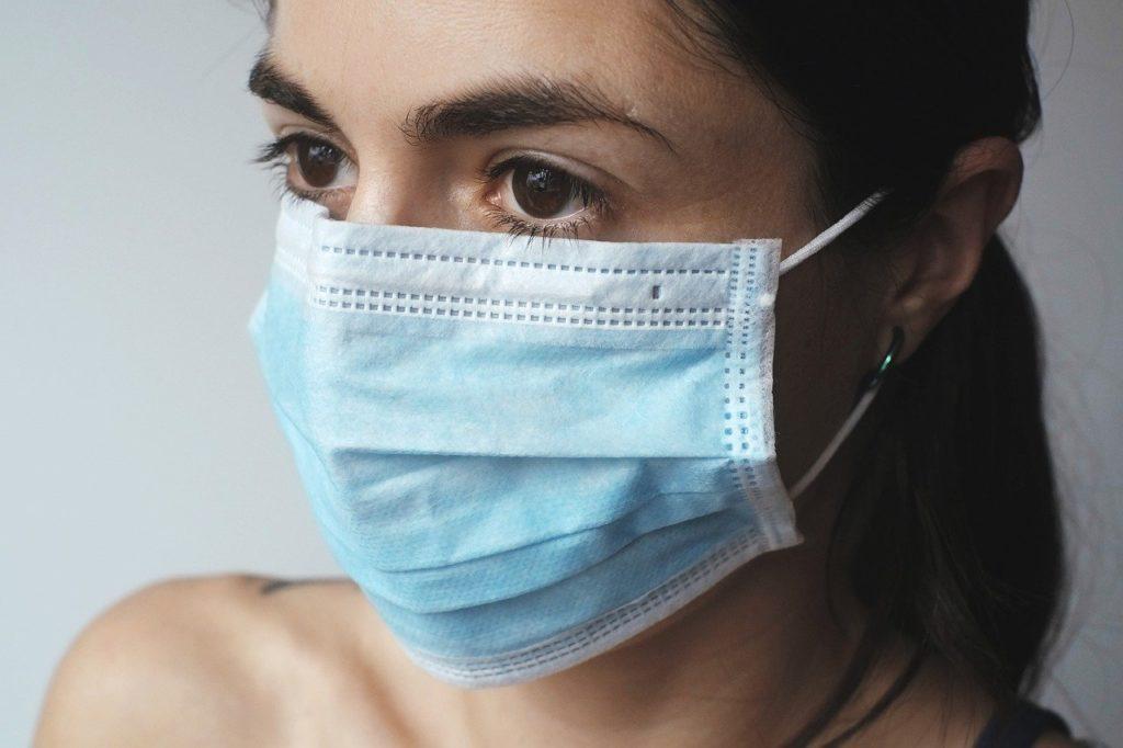 Utilizar máscara é um dos meios de proteção.